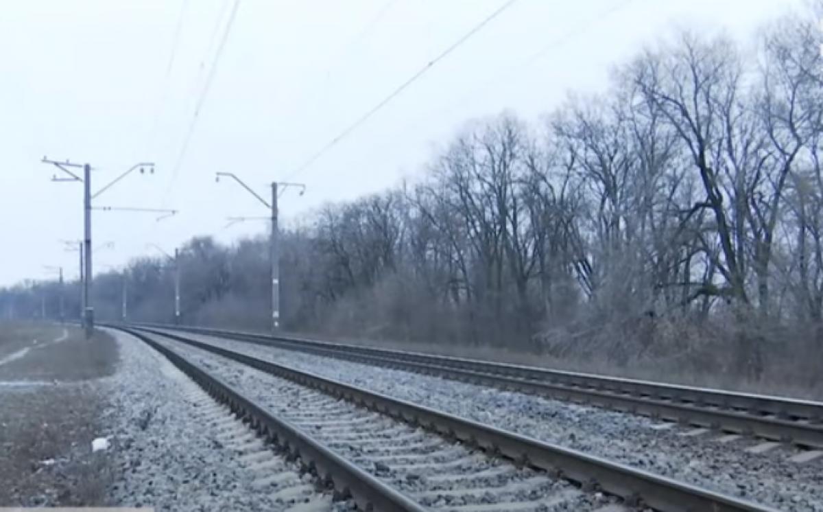Врачи спасли подростка, которого сбил поезд