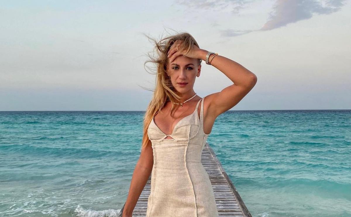 Леся Никитюк — телеведущая в мини-платье блеснула сочным декольте —