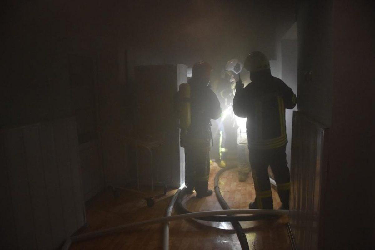 Пожар в Одессе — ночью горел роддом: эвакуировали молодых мам и