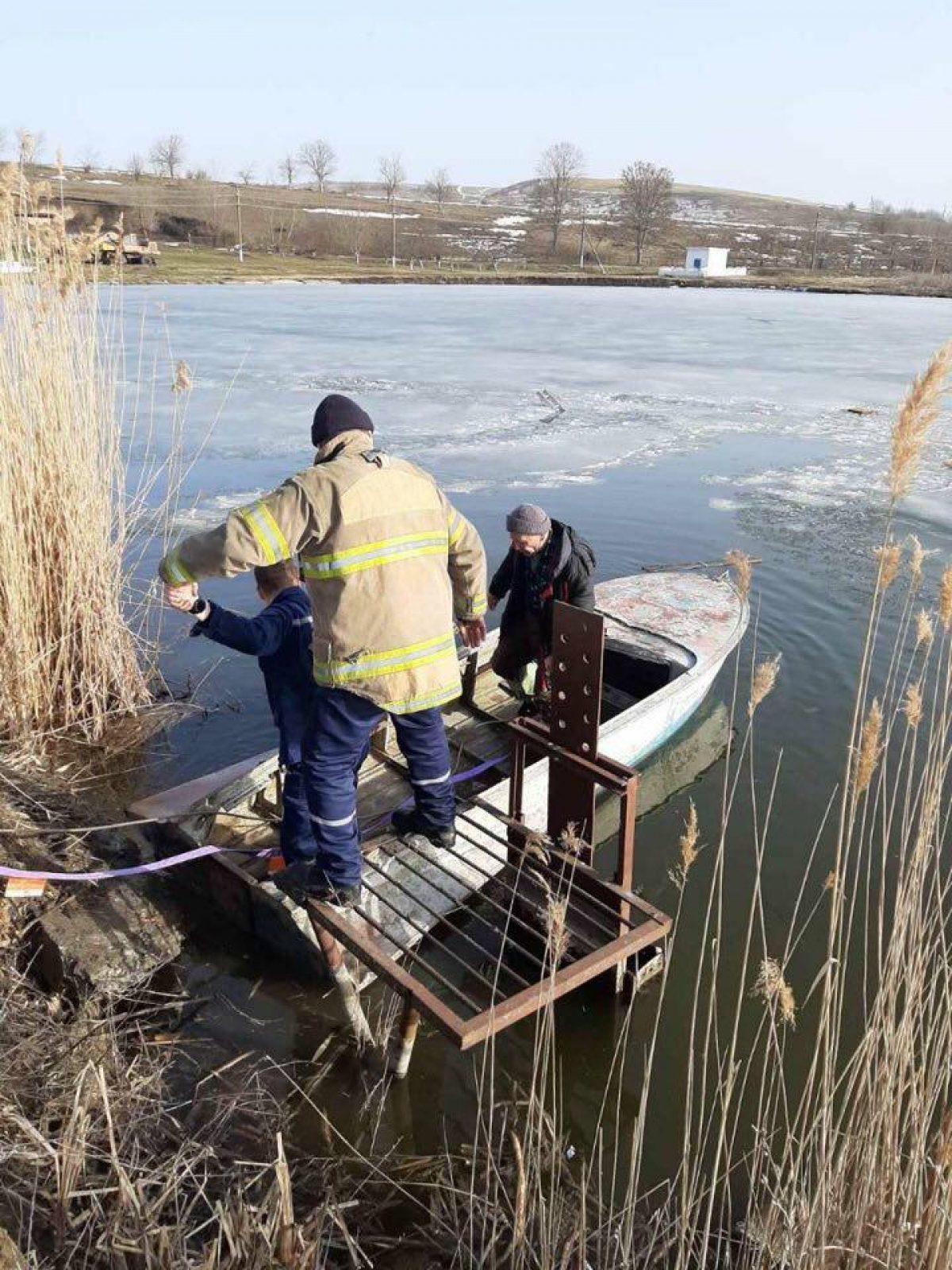 В Одесской области спасли мужчину, который провалился под лед