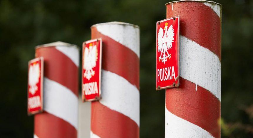 Украинцы массово выезжают на заработки: на польской границе стоят сотни машин (видео)
