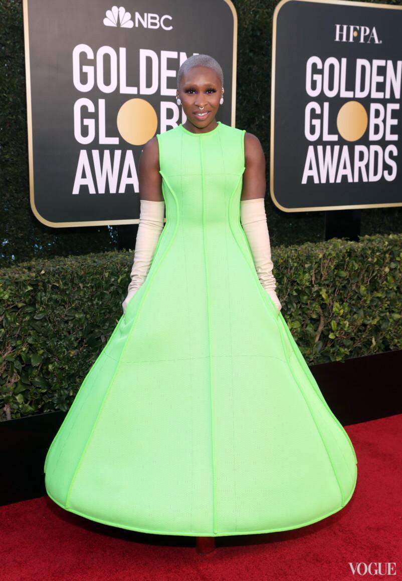 Платье выглядит необычно / vogue.ua