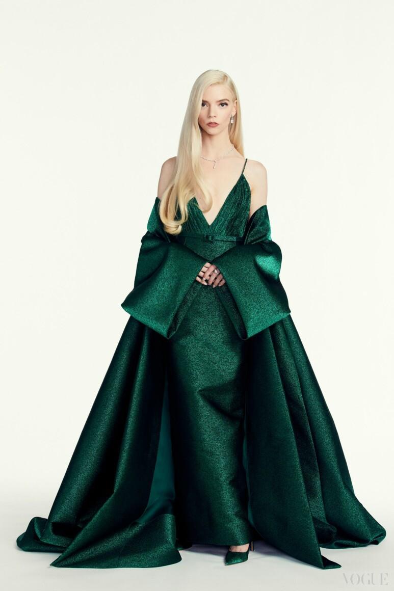 Изумрудное платье в пол / vogue.ua