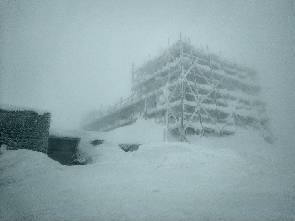 Вершину гори Піп Іван Чорногірський занесло снігом / Фото facebook.com/chornogora.rescue112