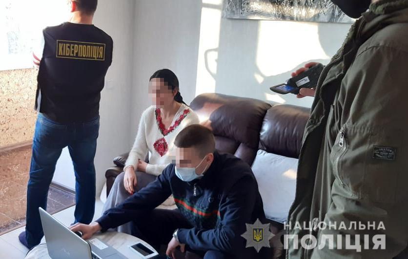 """У рамках провадження були проведені обшуки за місцем проживання """"зловмисниці"""" / фото lv.npu.gov.ua"""