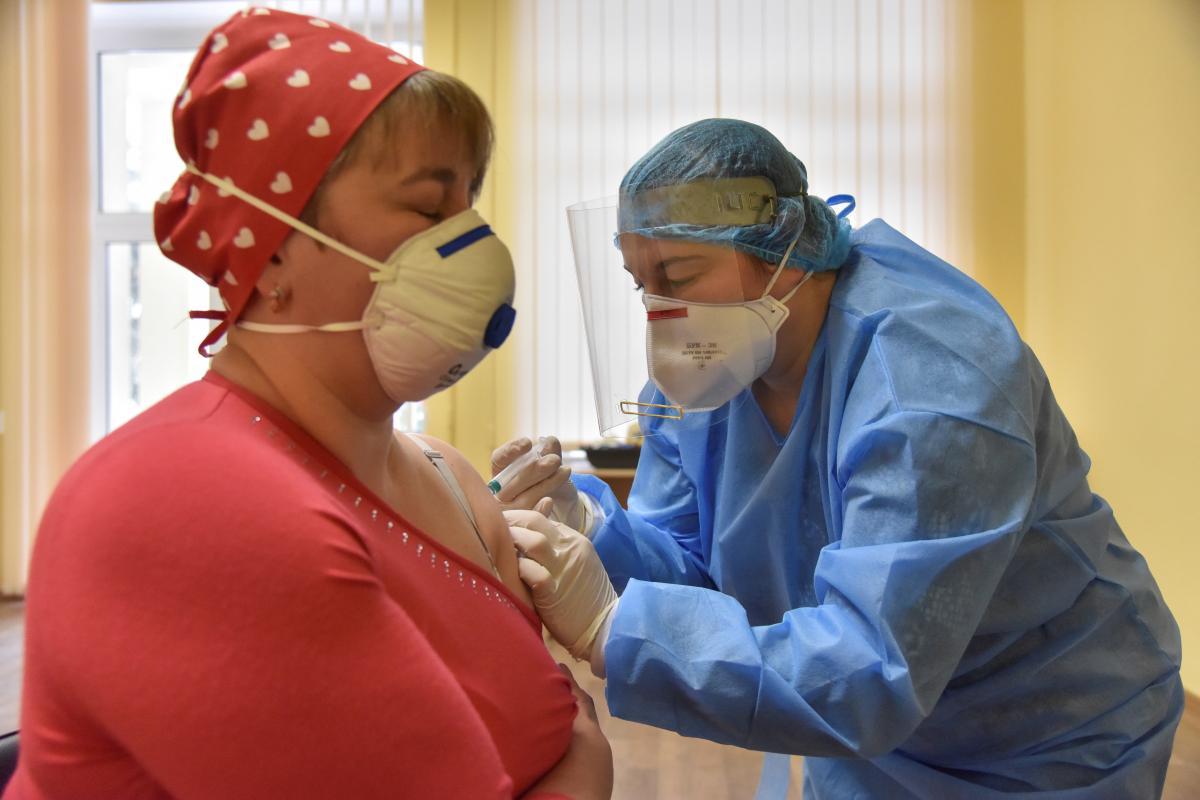 Коронавірус новини 2 березня - Зеленський пообіцяв, що всіх охочі зможуть щепитися цього року / Фото: REUTERS