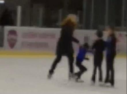 Одна з учениць поскаржилася, що тренер одного разу роздряпала їй обличчя / скріншот з відео