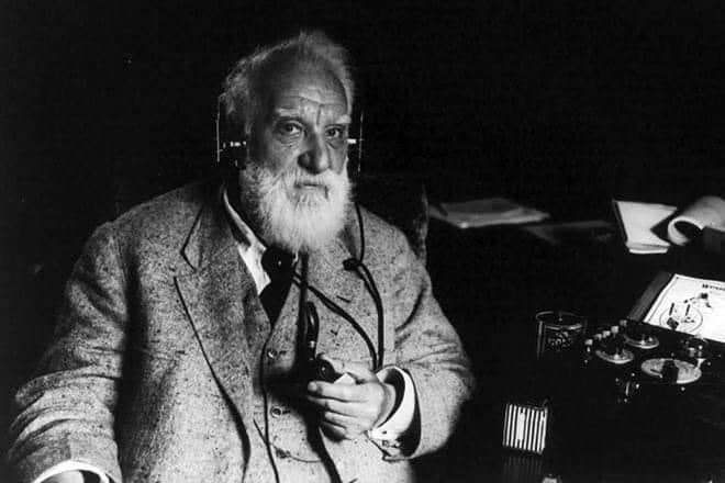 У 1876 році 29-річний американський винахідник Олександр Белл запатентував телефон / фото calendate.media