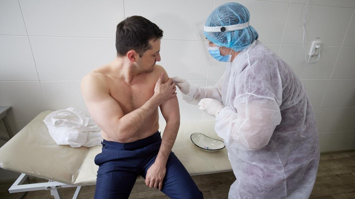 Стало відомо про самопочуття Зеленського після вакцини від коронавірусу / Фото: REUTERS