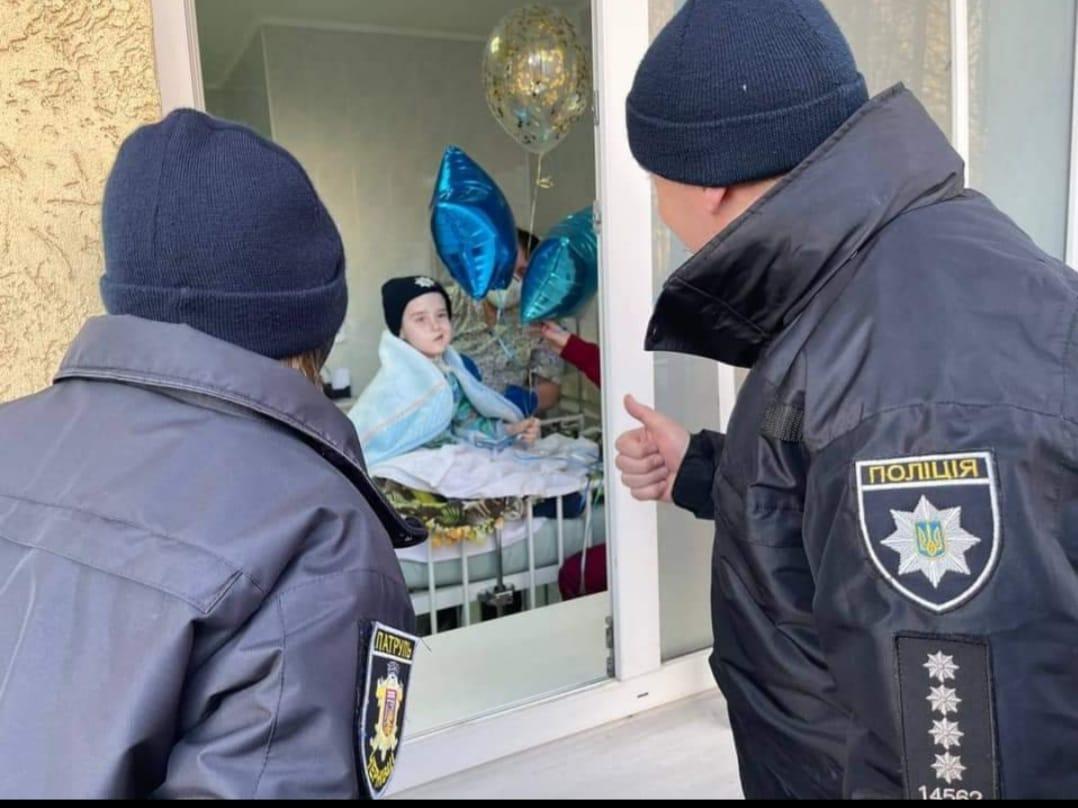 Сашко став патрульним поліцейським - як і мріяв / фото МВС