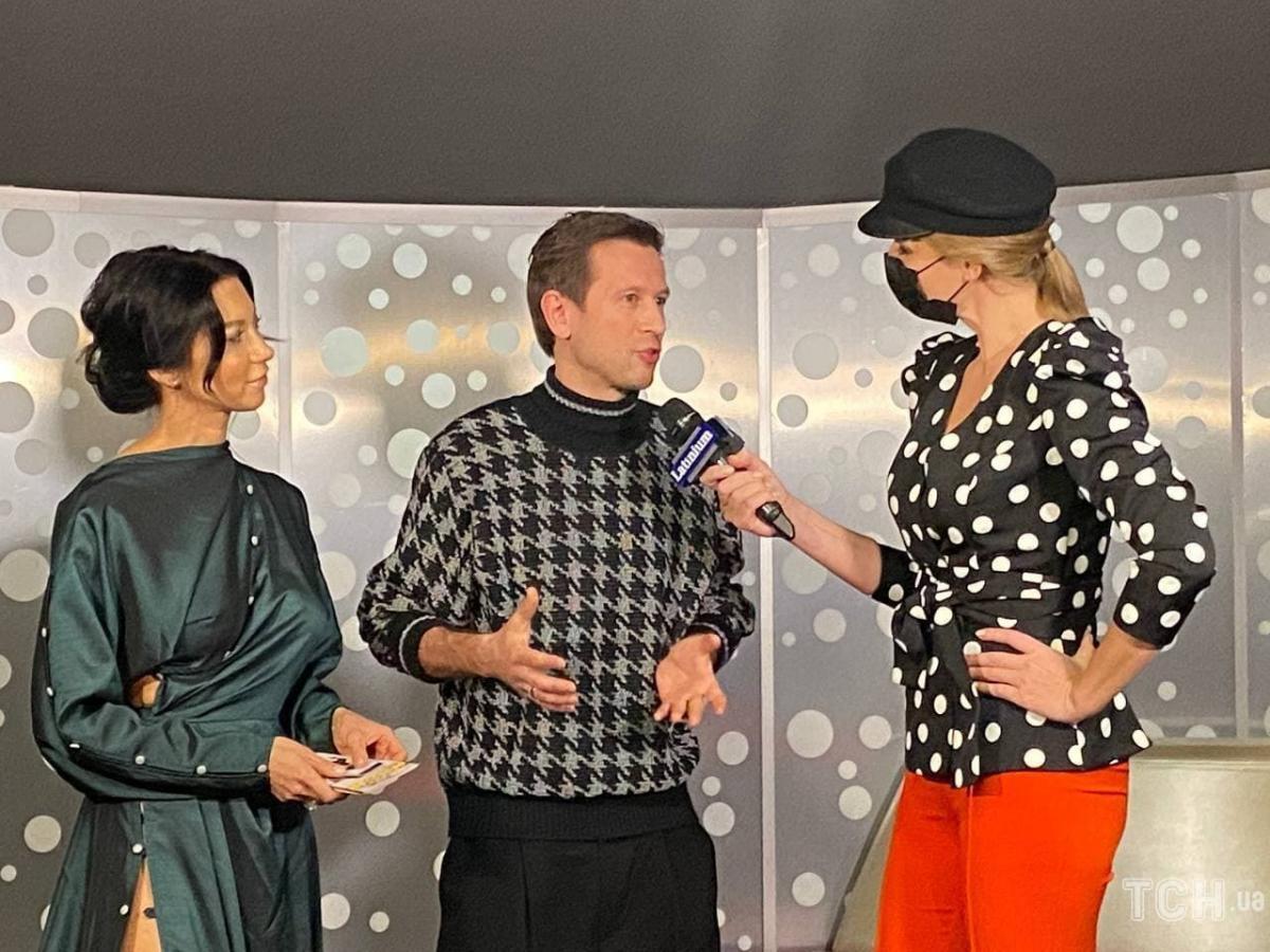 Для мероприятия Полина выбрала роскошное платье темно-изумрудного цвета / фото ТСН