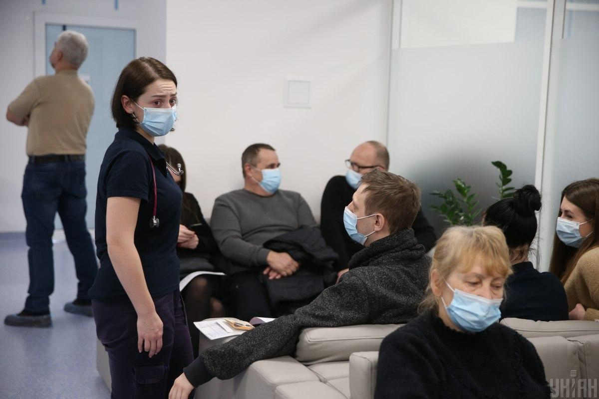 Массовые скопления людей на Пасху могут привести к новой волне коронавирус / Фото УНИАН, Вячеслав Ратинский