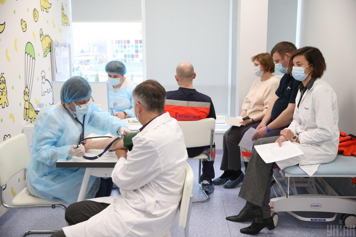 На вакцинацію одного пацієнта йде не більше 10 хвилин / Ілюстрація, Фото УНІАН, В'ячеслав Ратинський