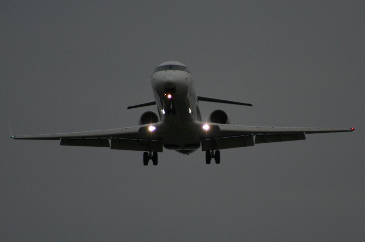 Мужчина хотел угнать самолет Fokker 100авиакомпании Iran Air / фото ua.depositphotos.com