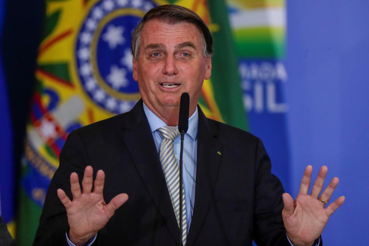 Болсонару критиковали за неэффективную борьбу с коронавирусом фото REUTERS