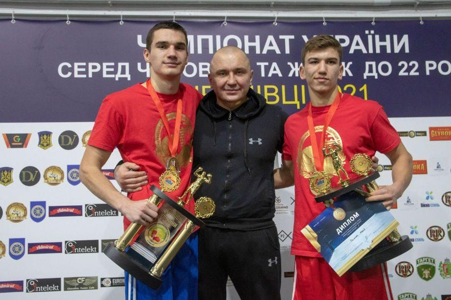 Вадим Клим, який на фото ліворуч, визнаний найкращим боксером турніру / фото ФБУ