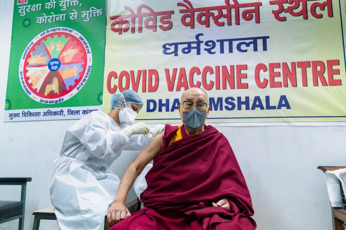 Далай-лама зробив щеплення від коронавірусу / фото REUTERS