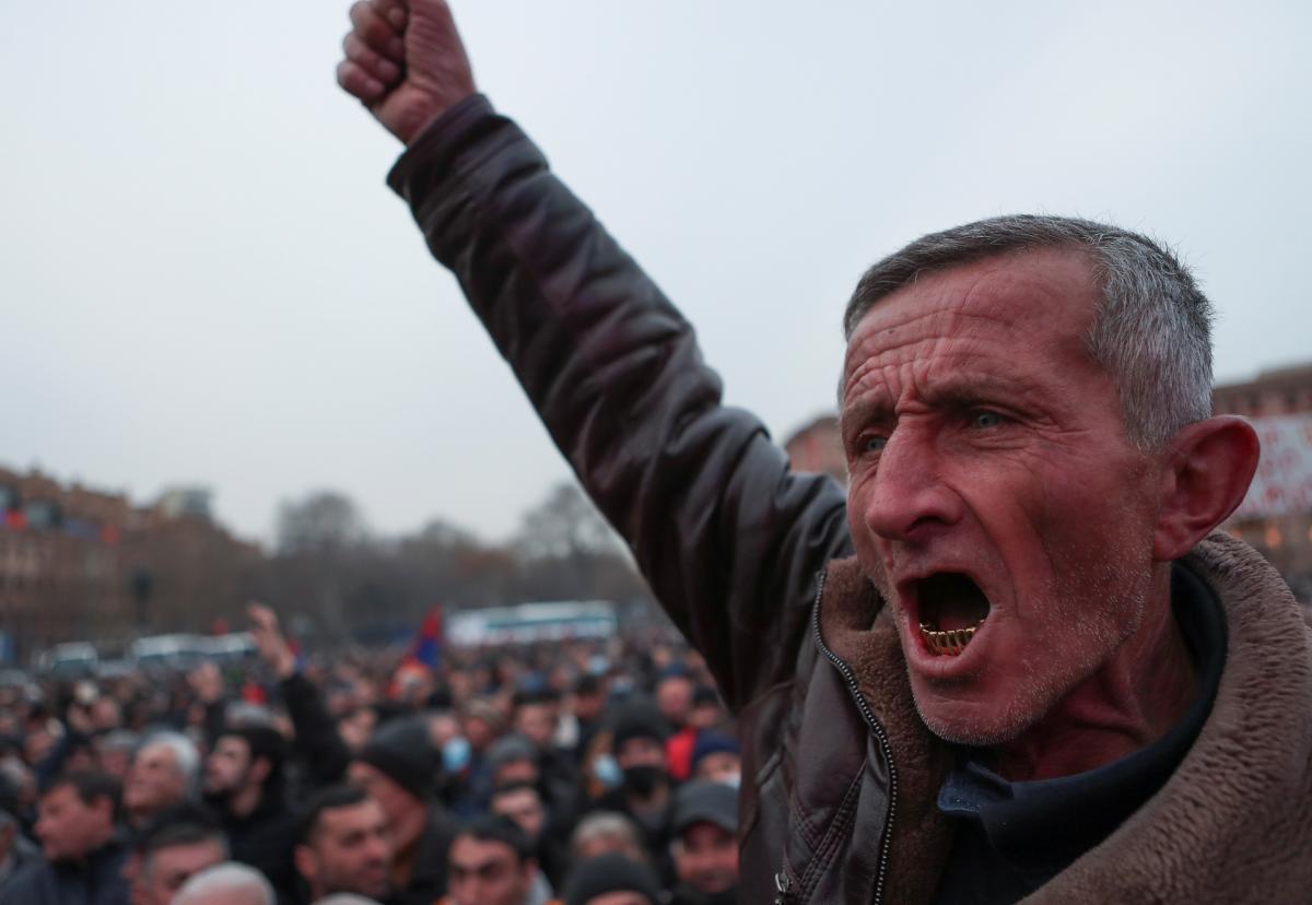 В Ереване оппозиция требует отставки армянского правительства / REUTERS