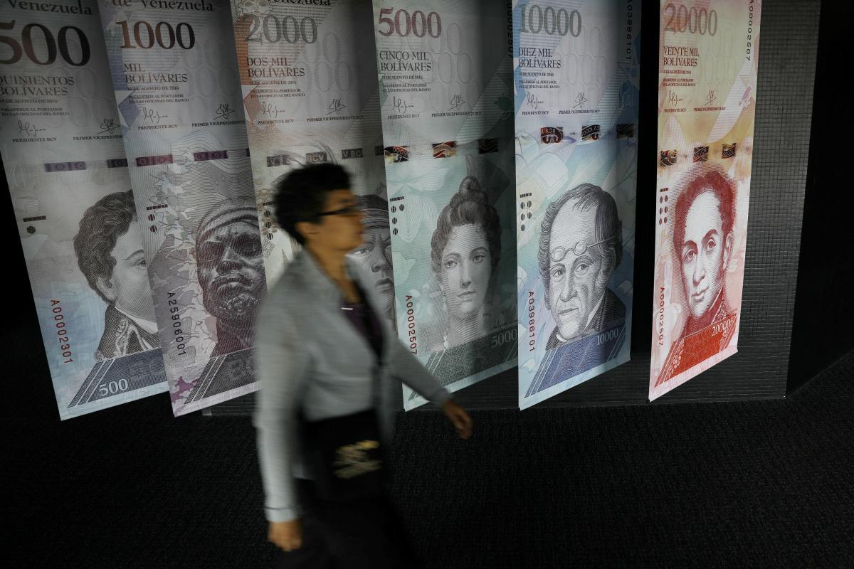 У Венесуелі введуть банкноти в 1 мільйон боліварів / REUTERS