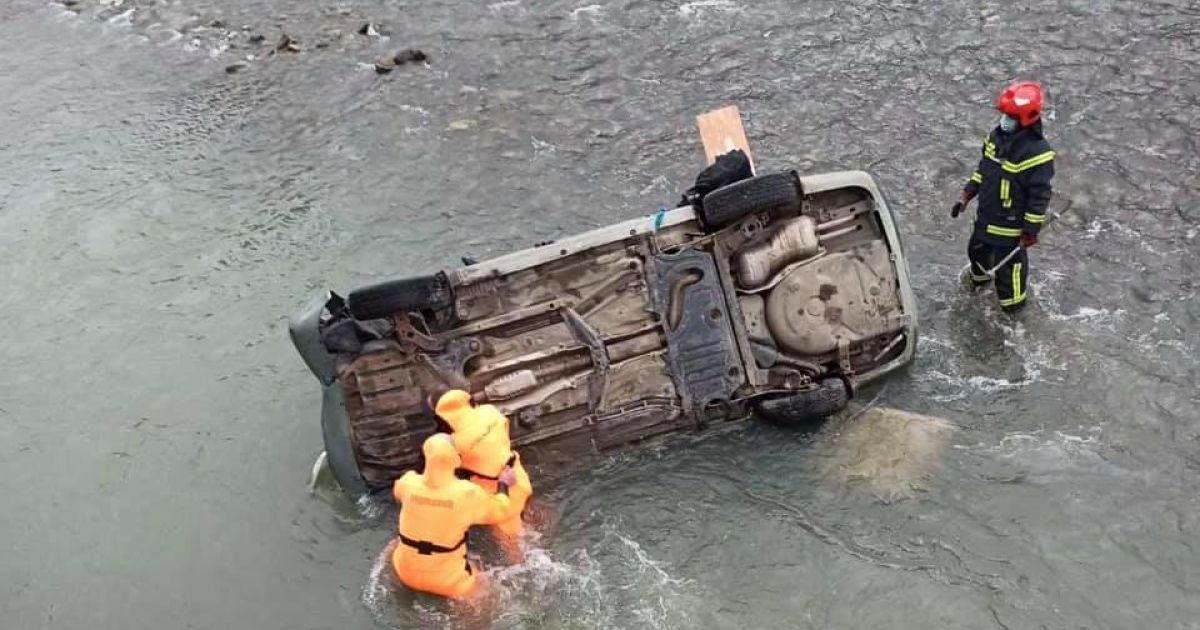 Пассажирка автомобиля погибла / фото Варта 1