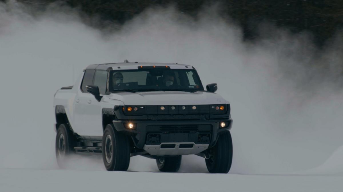 GMC показал зимние тесты своего электропикапа Hummer EV / фото GMC