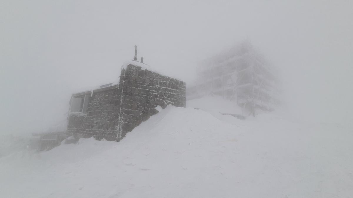 Горы засыпало снегом / Фото facebook.com/chornogora.rescue112