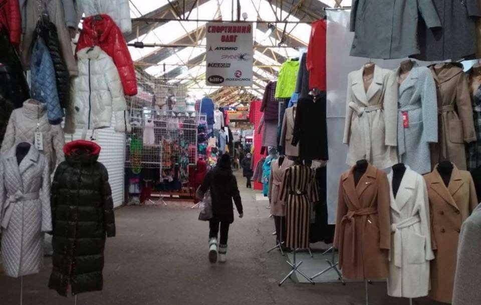 Покупателей на рынке сегодня практически нет / фото УНИАН