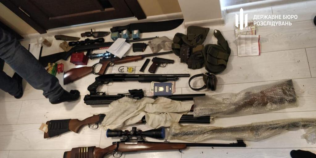 В ходе обысков было изъято оружие и патроны к нему без разрешений / фото dbr.gov.ua