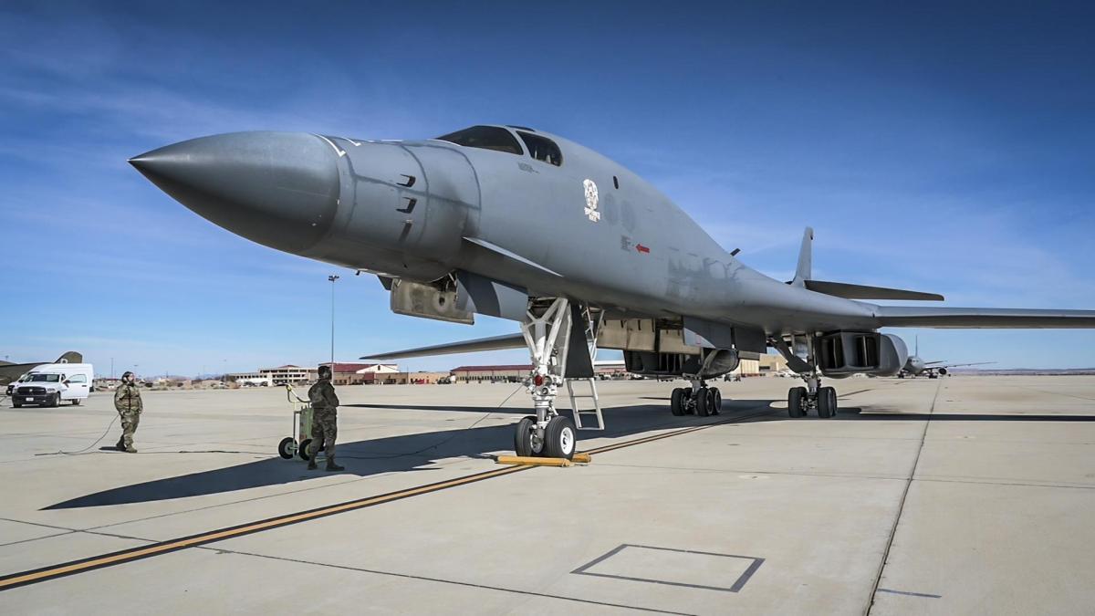 45-метровый бомбардировщик был разработан в 60-70-х годах прошлого века специально для прорыва противовоздушной обороны / фото US Air Force