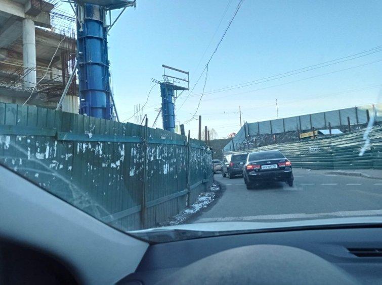 ТРЦ Апрель - в Киевеснова продолжают возводить здание, которое Кличко обещал убрать / facebook.com/KyivNewsFeed