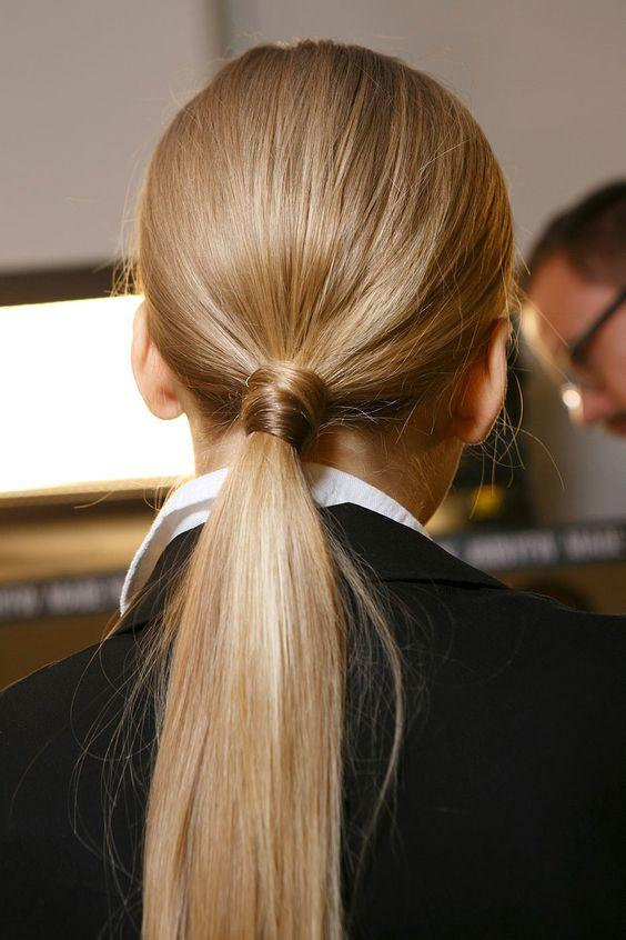 Зачіска низький хвіст 2021 / фото pinterest.com