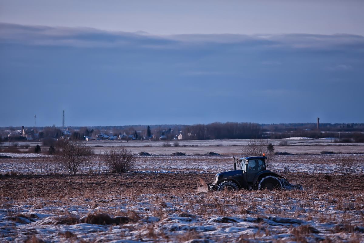 Украина находится на старте массовой посевной кампании, однако в некоторых областяхна полях до сих пор лежит снег, а почва остается холодной / фото ua.depositphotos.com