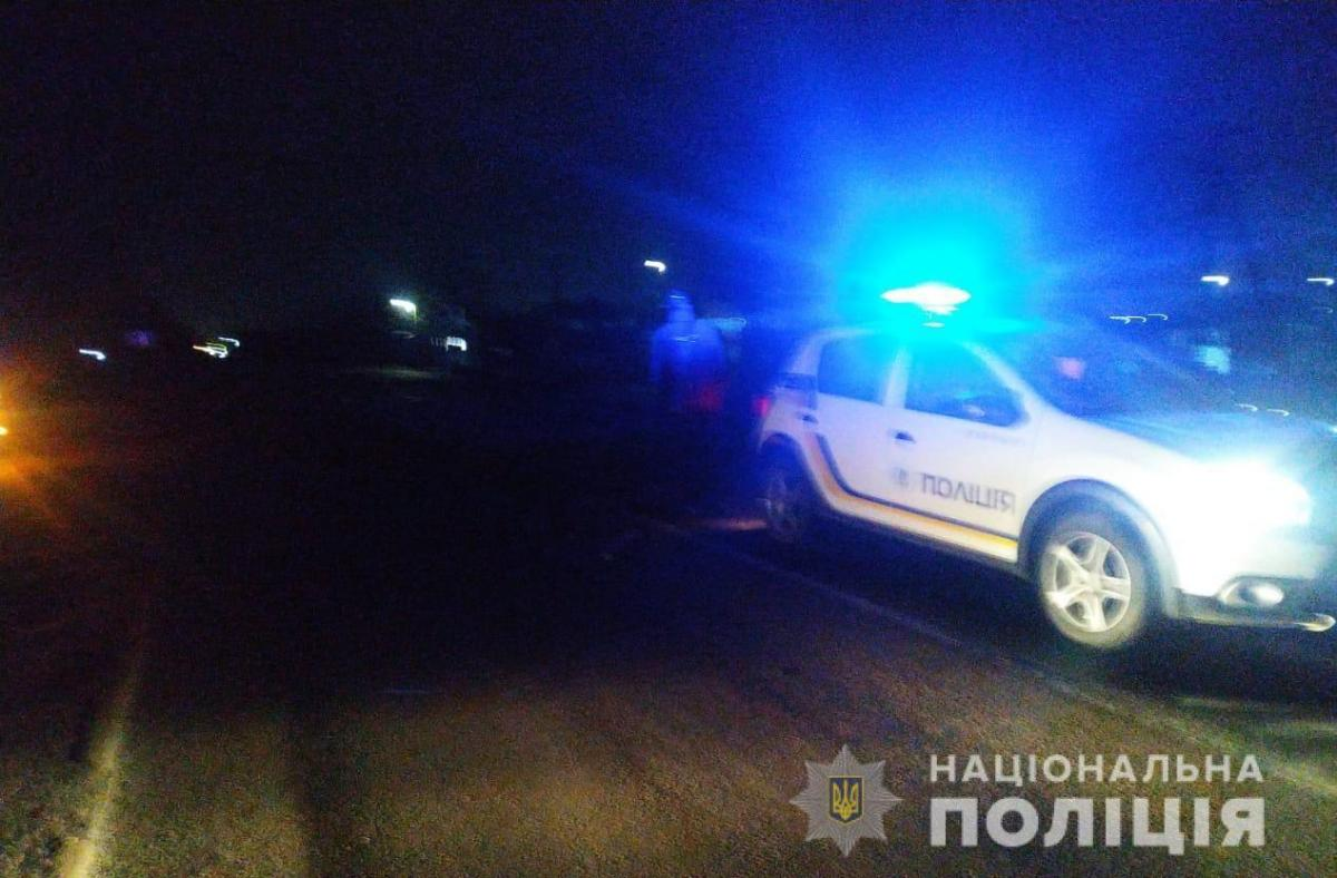 Под Одессой автомобиль переехал лежащую на дороге женщину/ фото od.npu.gov.ua