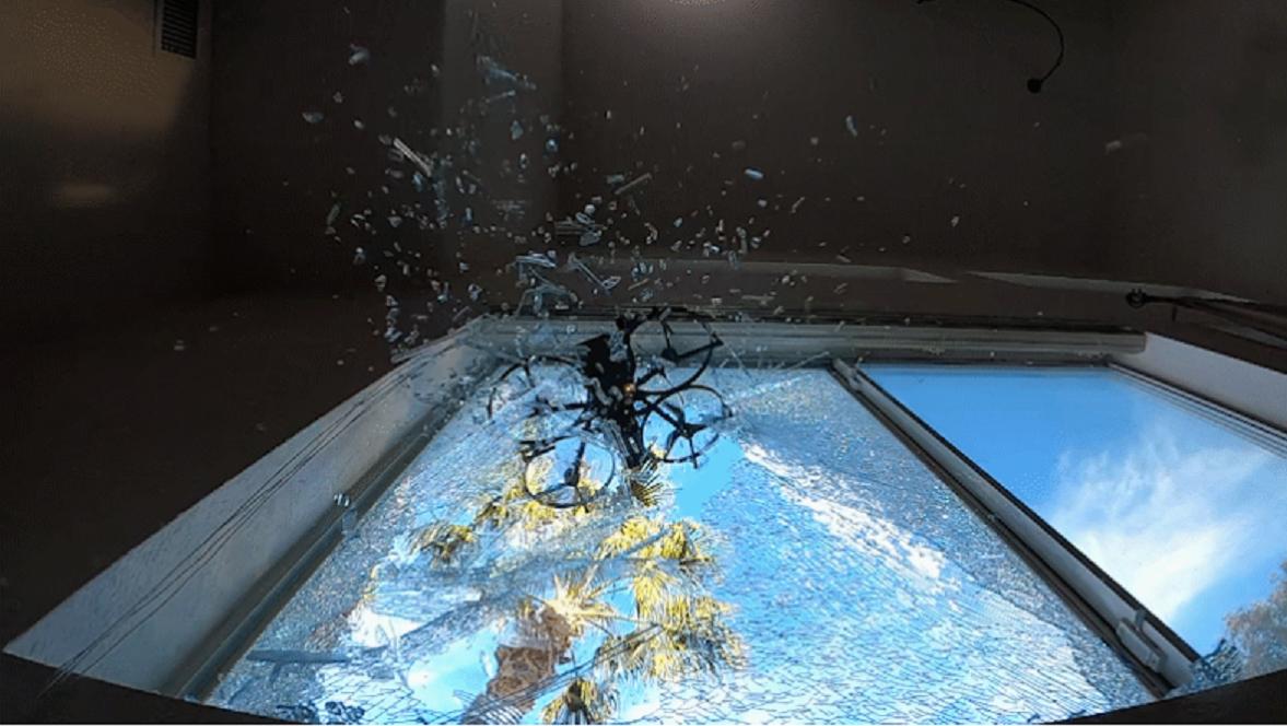 Наконечники из крайне твердого карбида вольфрама могутвращаться соскоростью до30тыс.оборотов вминутуи помогать дрону разбивать стекла / фото brincdrones.com