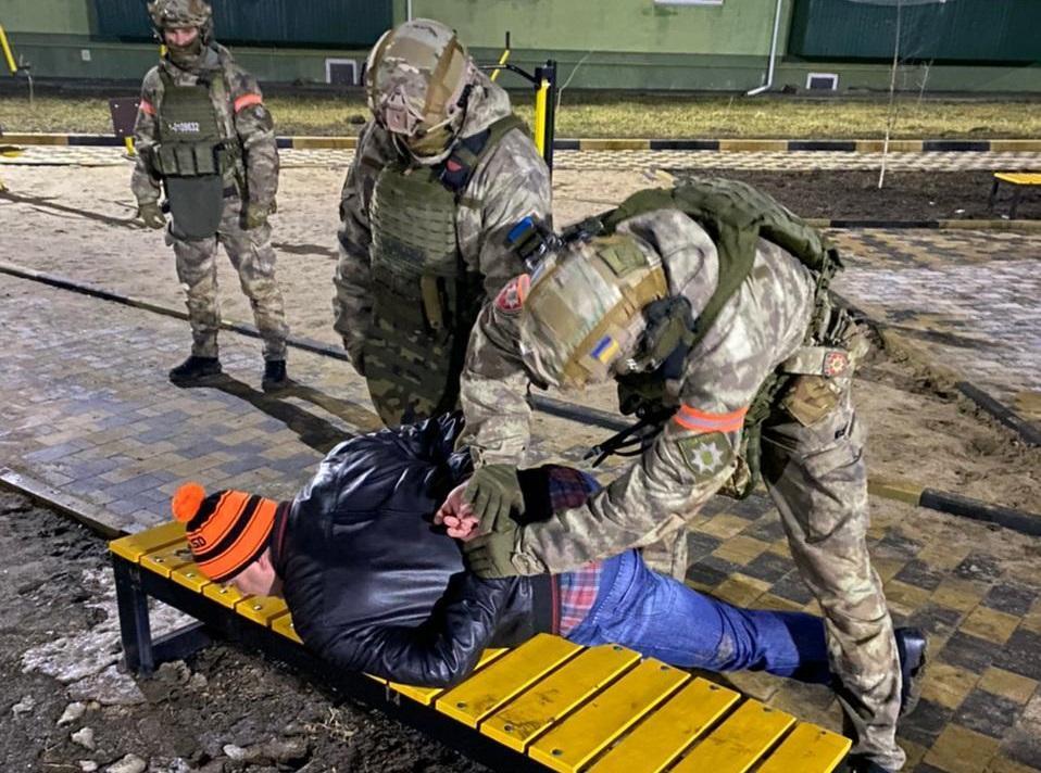 Для задержания вооруженного мужчины вводилась в действие полицейская операция / фото npu.gov.ua