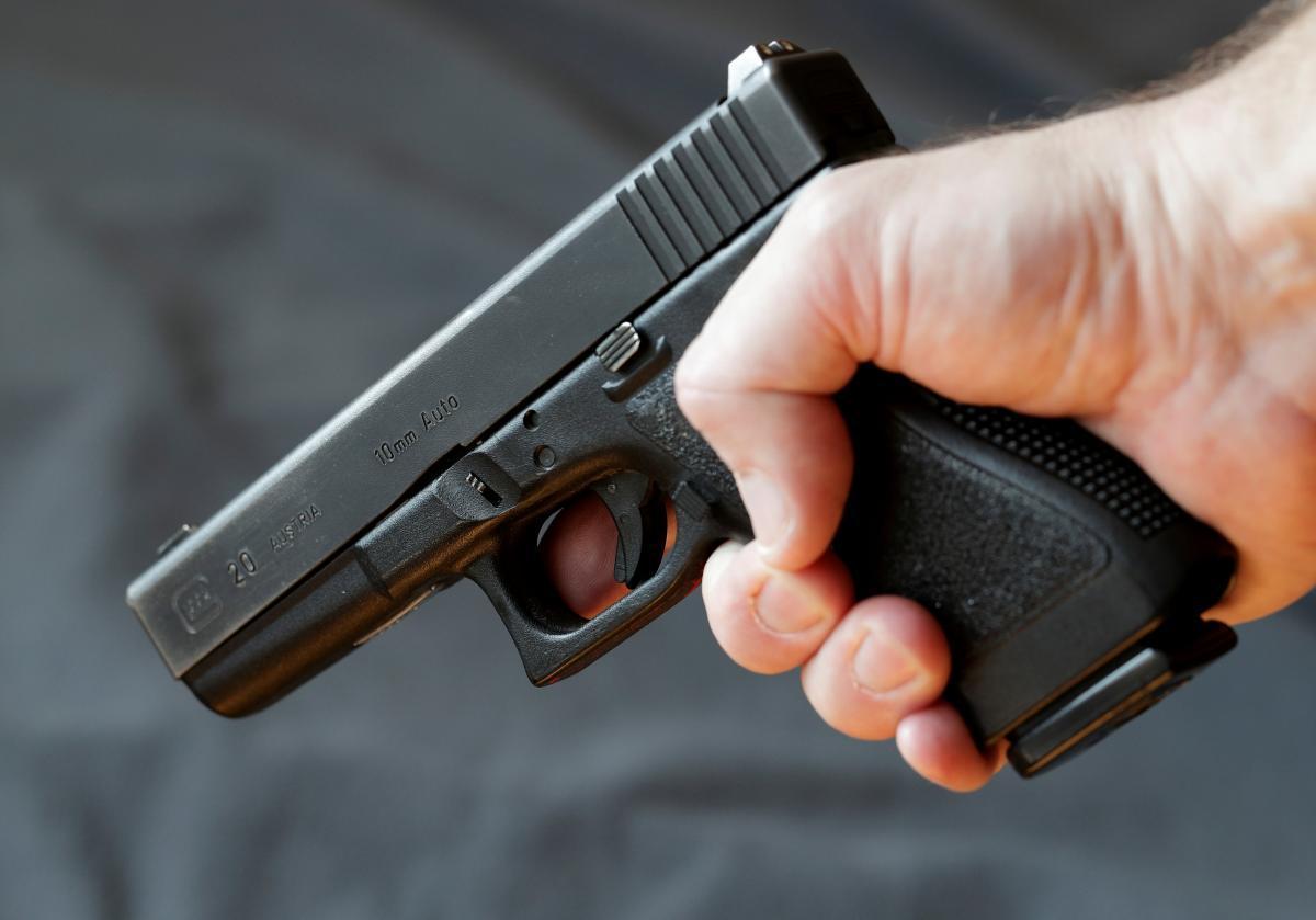 У 19-летнего жителя Тернополя изъяли пневматический пистолет / Иллюстрация REUTERS