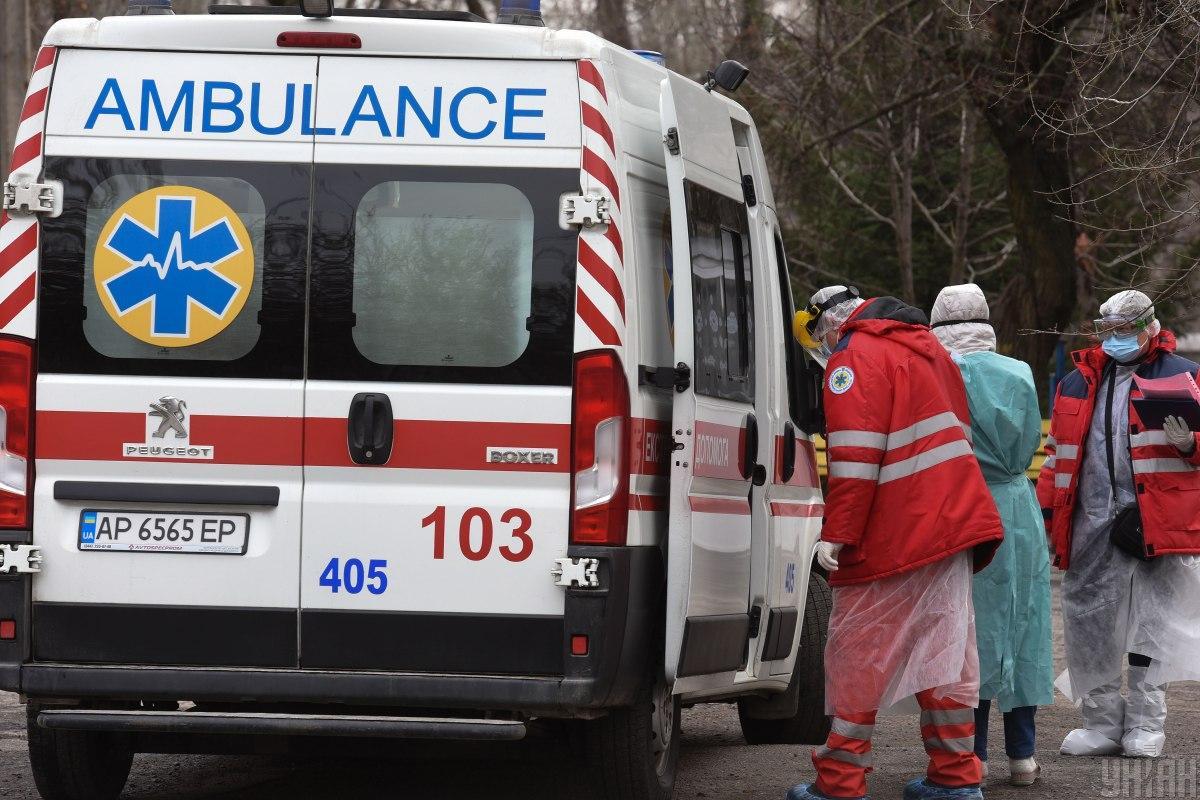 Коронавирус унес жизни еще почти трех сотен украинцев / УНИАН