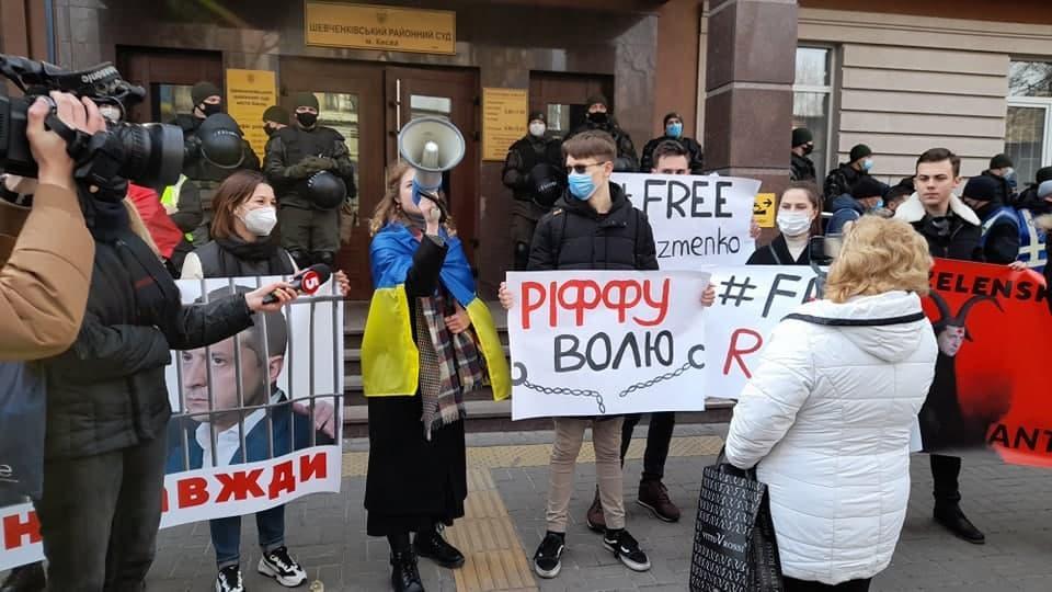 Территория суда под усиленной охраной Нацгвардии и полиции / фото УНИАН, Дмитрий Хилюк
