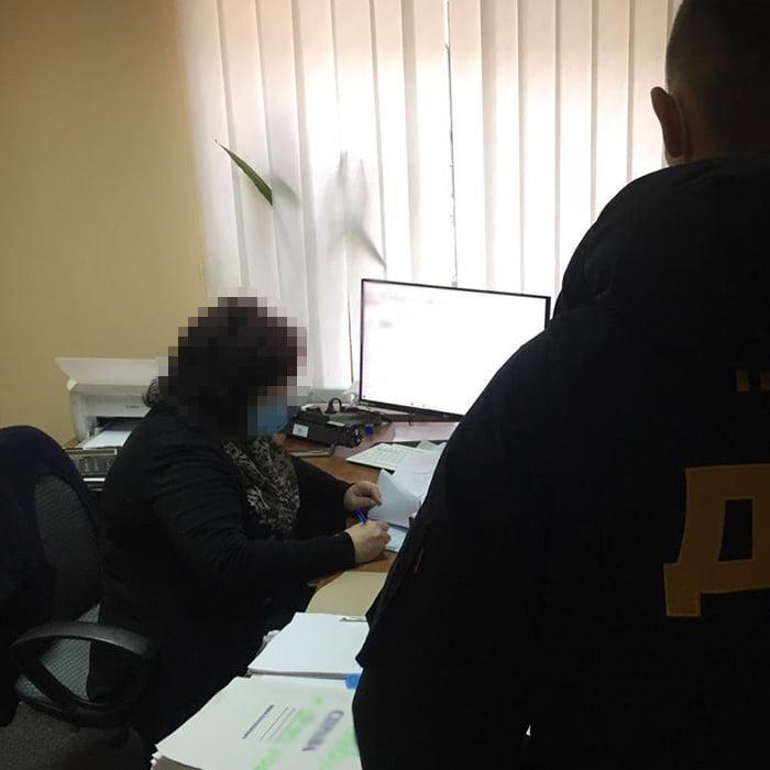 """Справки выдавали с """"отрицательным"""" тестом / фото: Офис генпрокурора"""