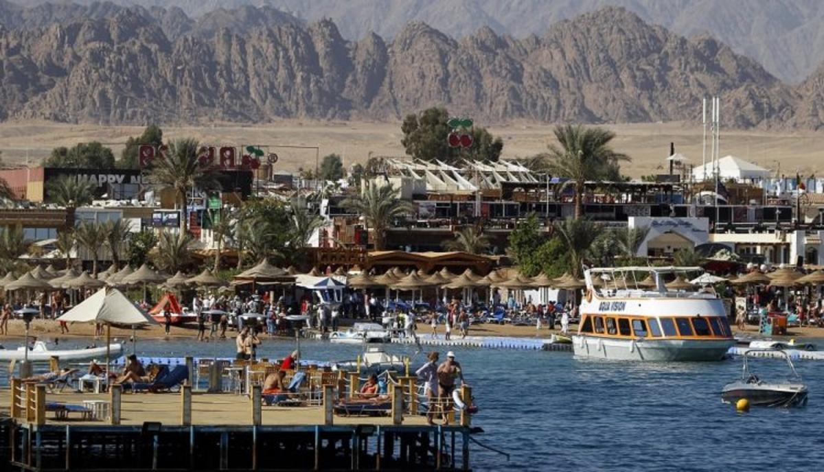 Єгипет йде на двотижневий локдаун \ фото REUTERS
