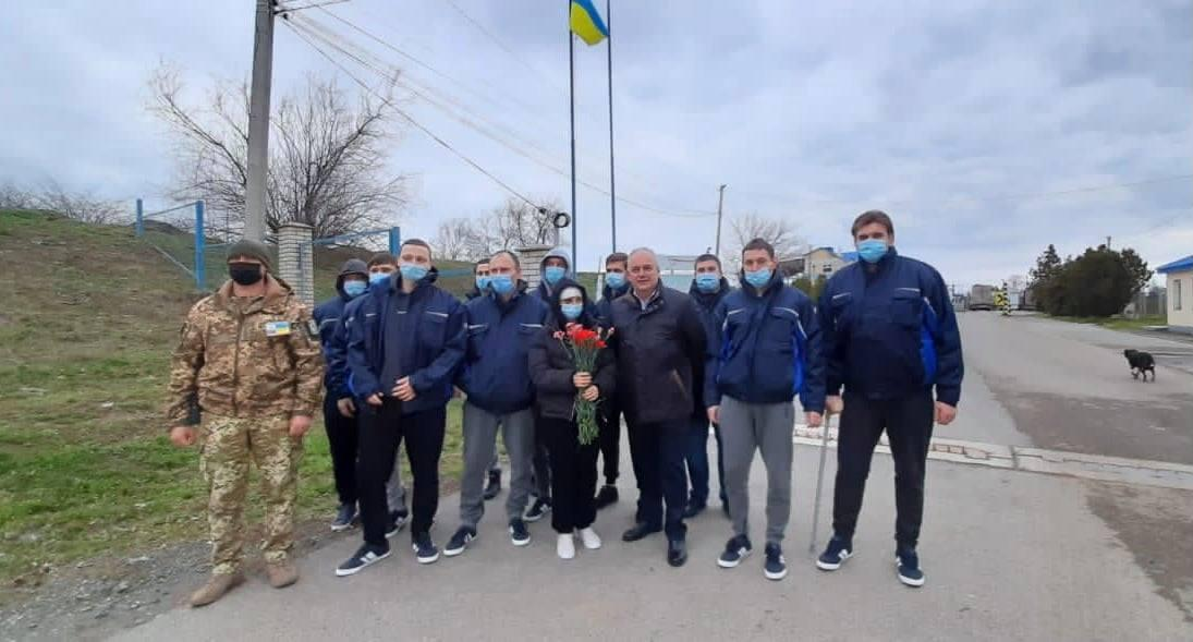 В Румынии члены экипажа прошли лечебно-профилактические процедуры для безопасной перевозки на родину / фото facebook.com/Ukr.Embassy.Romania