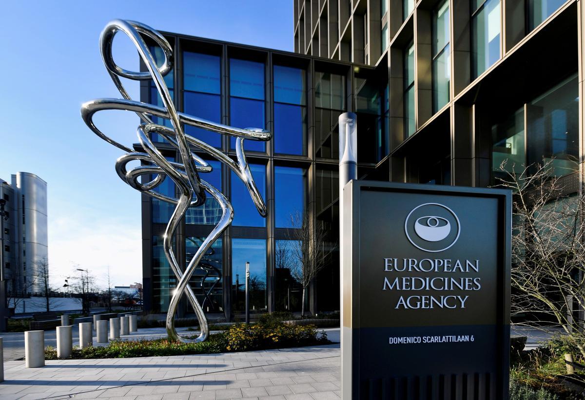 Регулятор ЄС назвав тромбоз побічним ефектом вакцини AstraZeneca / фото REUTERS