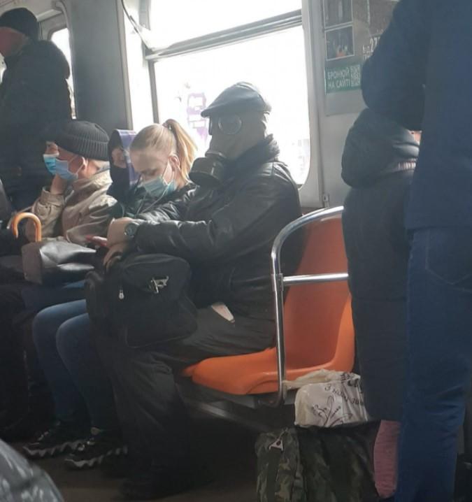 """Кепка """"хулиганка"""" прекрасно вписалась в киберпанковский стиль мужчины/ фото Ната Камбарова/Facebook"""