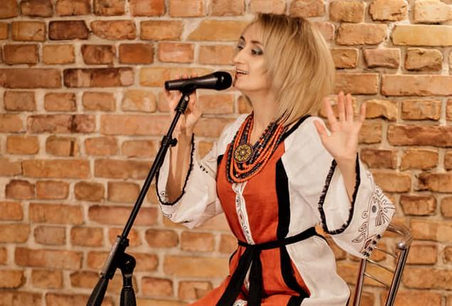 Співачці подобається говорити, що фольклор - це чиста та прозора джерельна вода / фото з особистого архіву Галини Куришко