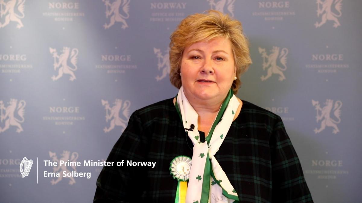 Премьер Норвегии Эрна Солберг нарушила карантин празднованием юбилея / REUTERS