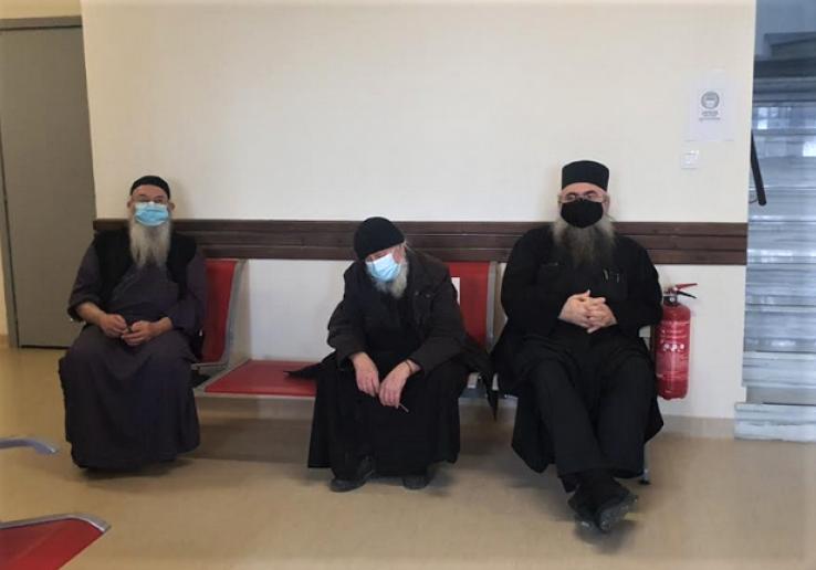 За даними ЗМІ, про щеплення проти коронавірусу просили навіть деякі ченці, які вже хворіли на COVID-19 / фото Romfea