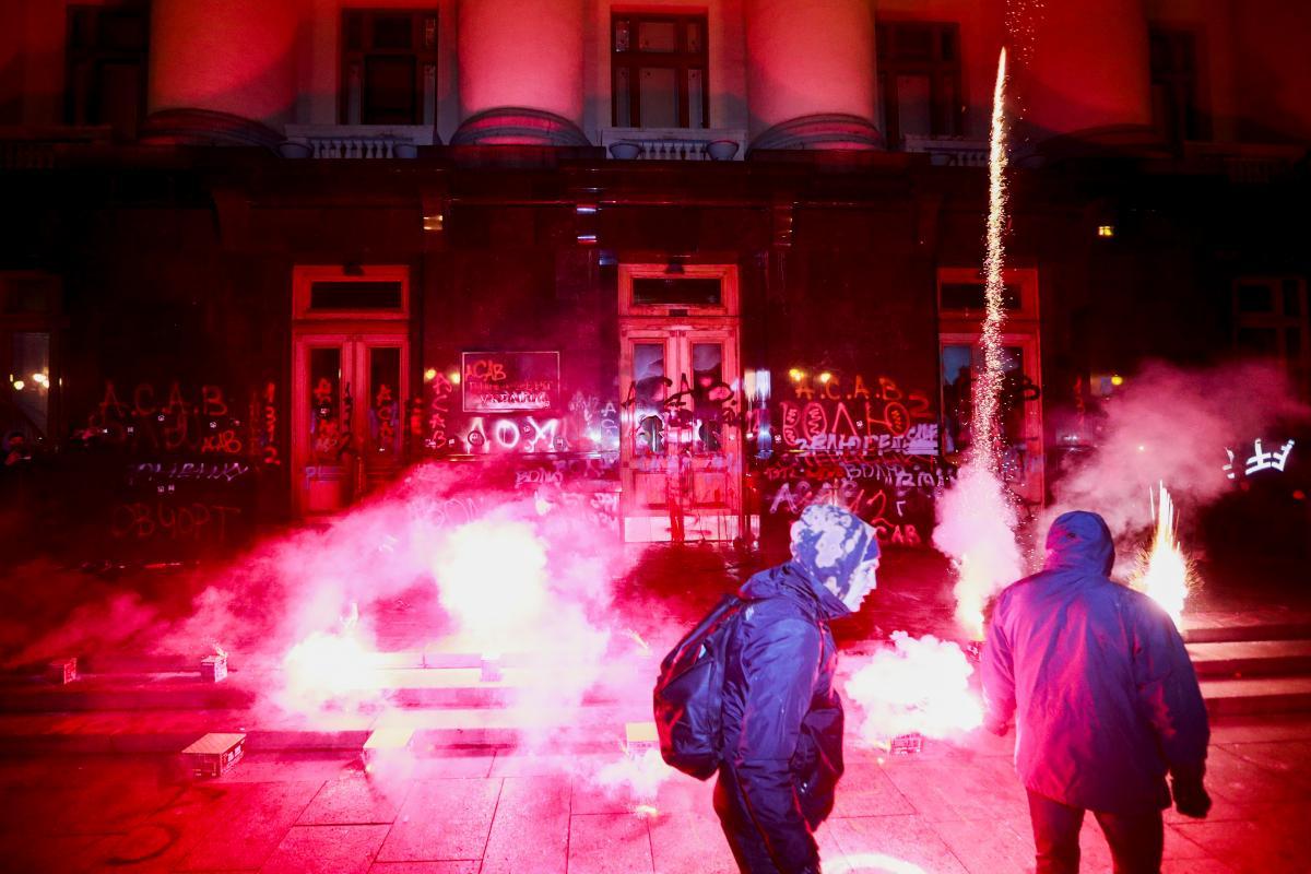 Події біля ОП поліція кваліфікує як хуліганство / фото REUTERS