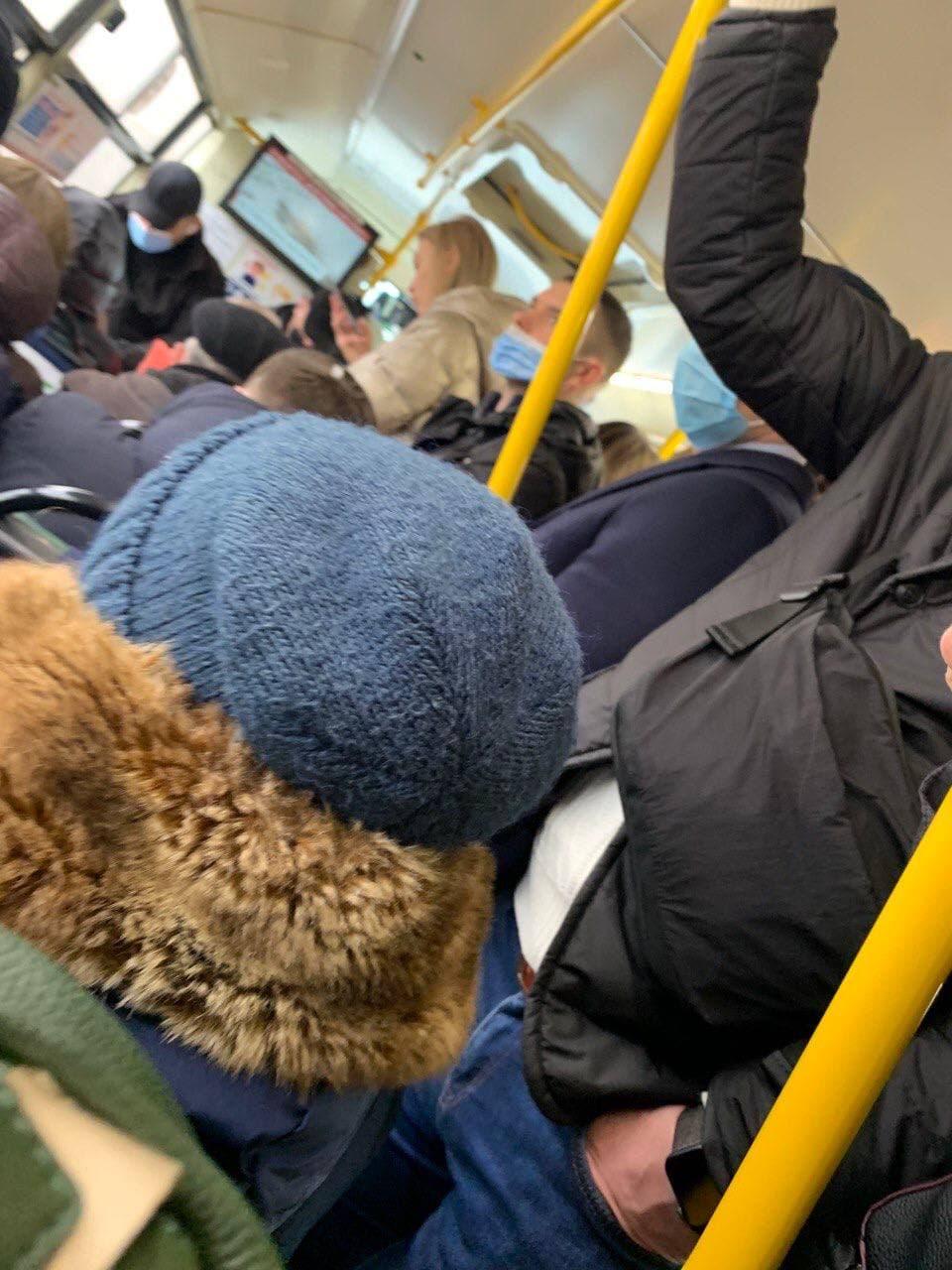 Як дотримуються карантину у громадському транспорті Києва / t.me/stranaua