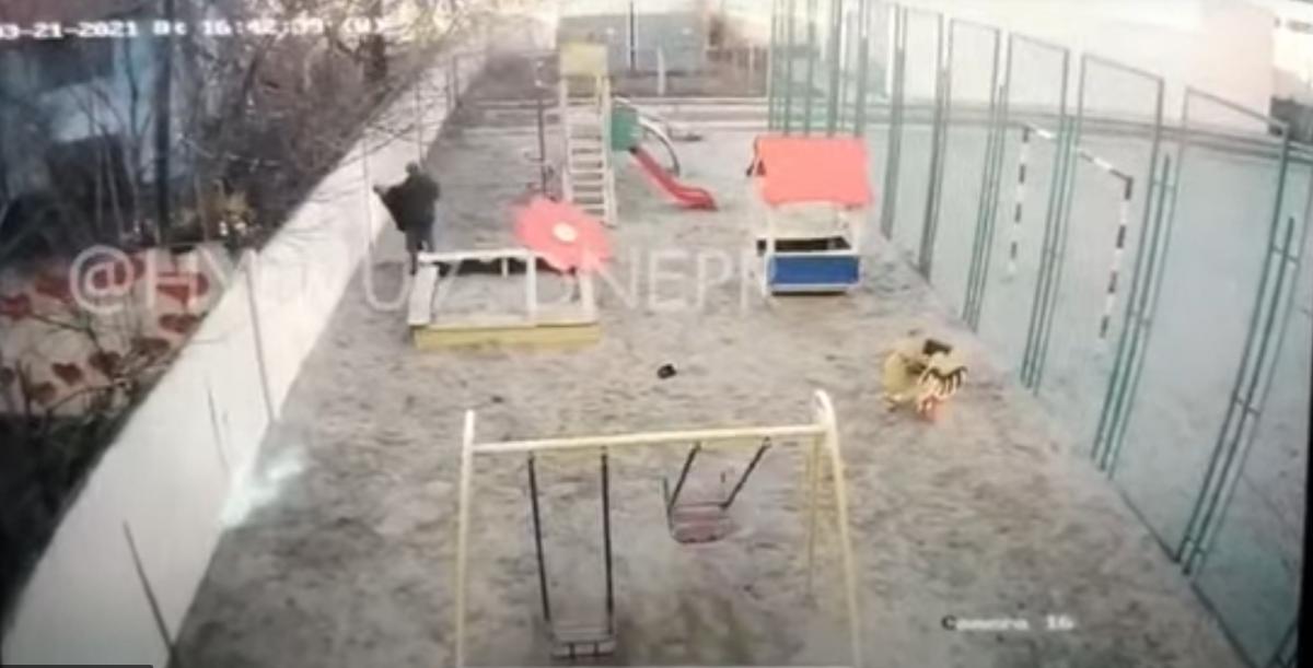 Под Днепром мужчина жестоко избил девятилетнего мальчика / скриншот видео