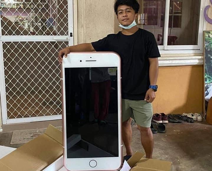 Мужчину немного смутила стоимость доставки такой посылки, но от покупки он не отказался / фото twitter.com/fazlihalimmedia